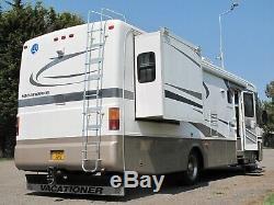 American RV Holiday Rambler Vacationer 2003 Gold/White
