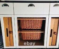 Howdens kitchen, burford White, integrated washing machine and dishwasher